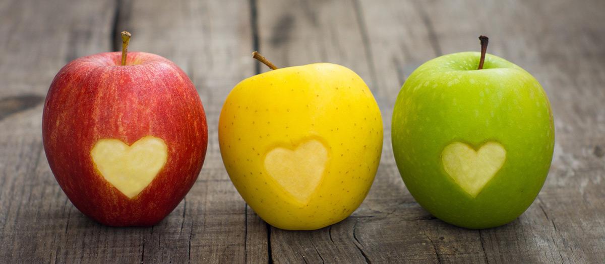Kolme omenaa rivissä